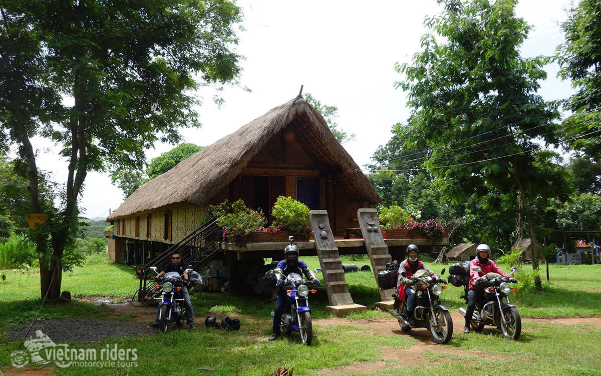 DAY 2: LAK TO DRAY SAP WATERFALL (130 KM – 4 HOURS RIDING)